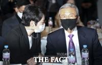 [TF포토] 이언주 출판기념회 참석한 김종인