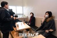 [TF포토] 행복주택 커뮤니티시설 방문한 진선미 단장