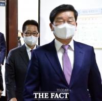 [TF포토] 정보위 회의 참석하는 박지원-전해철