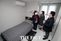 [TF포토] 오류동 행복주택 현장 방문한 진선미 미래주거추진단장
