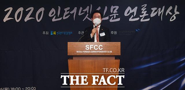 최정식 i-어워드위원회 위원장의 심사총평과 경과보고.