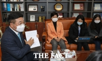 [TF사진관] 윤호중 법사위원장, 윤석열 국회 출석