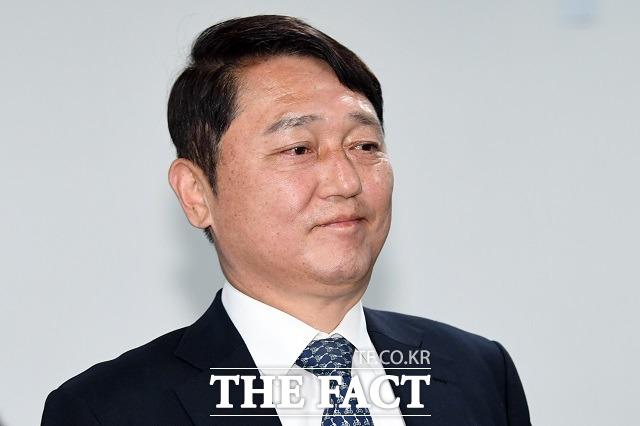 코로나19 재유행 속에서 조기축구회에 참석해 논란을 일으킨 최재성 청와대 정무수석이 30일 사과했다. /남윤호 기자