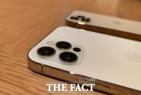 '아이폰12' 국내 출시 한 달…'60만대 판매' 흥행 질주