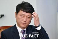 모임 연기 靑 지침 '무색'…최재성 '조기축구' 참석 논란
