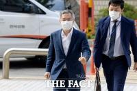 [TF이슈] '인턴 증명서 위조 혐의' 피고인 최강욱, 법사위行 파문