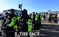 [TF포토] '국회 앞 지키는 경찰들'