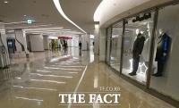 [TF사진관] '수도권 사회적 거리두기 2.5단계 격상'...한산해진 대형 쇼핑몰