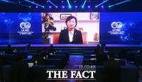 [TF포토] 화상으로 축사하는 김현미 장관