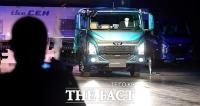 [TF포토] 공개되는 타타대우상용차 트럭 '더 쎈'