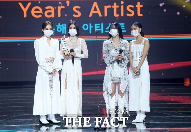 올해의 아티스트상 부문 수상한 걸그룹 마마무.