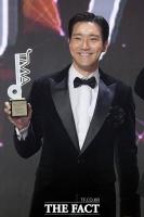 [2020 TMA] '팬앤스타 최다득표' 트로피 들어보이는 시원