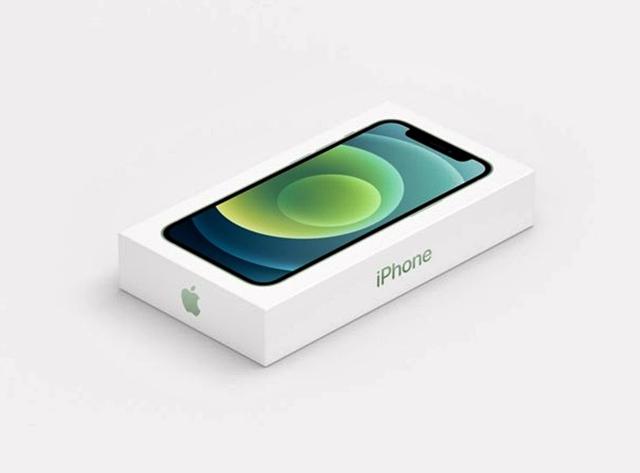 애플은 아이폰12 상자에서 충전기와 이어폰을 제외했다. /애플 유튜브 갈무리