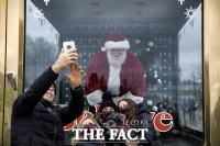 [TF사진관] 코로나19로 달라진 지구촌의 크리스마스