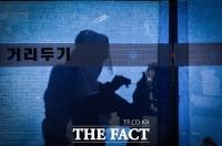 [TF사진관] '코로나 확진자 사상 최고 기록'...분투하는 의료진