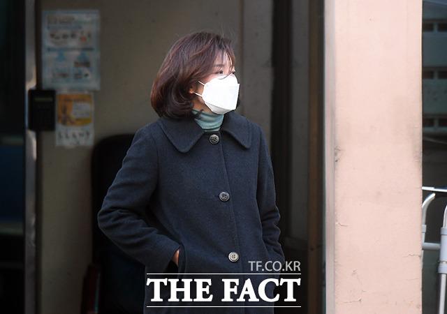 나경원 전 미래통합당(현 국민의힘)의원이 21일 오전 서울 용산구에 위치한 자택에서 나서고 있다. /이동률 기자