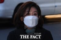 [TF포토] 패스트트랙 재판 출석하는 나경원