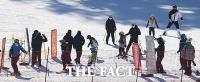 전국 스키·눈썰매장 운영중단…식당 5인 이상 모임 금지