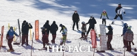 오늘부터 식당 '5명 제한'…스키장 중단·관광명소 폐쇄