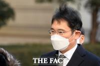 [TF사진관] '국정농단 마지막 파기환송심' 법원 향하는 이재용 부회장