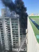 [TF포토] 검은 연기 피어오르는 가양동 화재현장