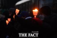 [TF사진관] 핀셋 방역 규탄하며 촛불 든 실내체육시설 종사자들