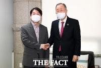[TF포토] 반기문 전 UN 사무총장 찾은 안철수