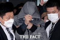 [TF사진관] 취재진 피해 도망가듯 법원 나서는 정인이 양부