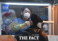 [TF사진관] 코로나19 선별진료소 의료봉사 나선 안철수