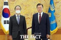 [TF사진관] 문 대통령, 도미타 고지 주한일본대사 접견