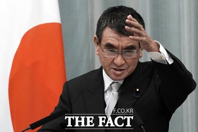 고노 다로 일본 행정개혁 담당상이 지난 14일 로이터 통신과 인터뷰에서 도쿄올림픽·패럴림픽 취소 가능성을 언급했다. /AP.뉴시스