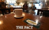[TF사진관] '방역조치 일부 완화'…실내 영업 시작한 카페