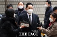 [TF포토] '묵묵부답' 선고 공판 출석하는 이재용 부회장