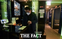 [TF포토] '방역조치 완화, 영업 시작한 노래방'