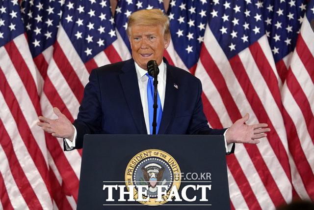 도널드 트럼프 전 미국 대통령이 백악관을 떠난 뒤 처음으로 입을 열었다. 트럼프 당시 미국 대통령이 4일(현지시간) 워싱턴 백악관에서 대선 결과와 관련한 입장을 발표하고 있다. /AP·뉴시스