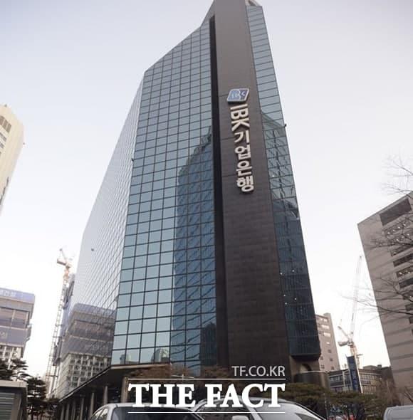 금융감독원이 김도진 전 IBK기업은행장에게 사모펀드 사태와 관련해 중징계를 통보했다. /더팩트 DB