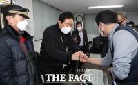 [TF사진관] 택시업계 관계자들과 인사하는 오세훈