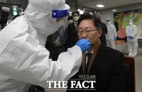 [TF포토] 동부구치소에서 코로나19 검사하는 박범계