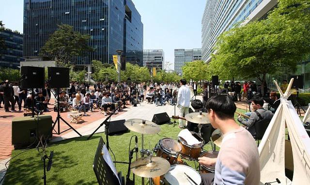 경기도 판교 넥슨 사옥 인근에서 진행된 2018 넥슨개발자콘퍼런스(NDC) 거리 공연 모습 /넥슨 제공
