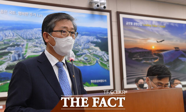 국토위서 인사말하는 변창흠 장관.