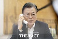 문대통령, 바이든과 통화...'한미동맹 강화 약속' [TF사진관]