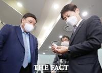 식약처, 셀트리온 코로나 치료제 생산 현장 점검 [TF사진관]