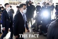 윤석열 검찰총장과 첫 회동 마친 김진욱 공수처장 [TF사진관]
