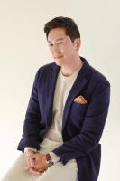 방송인 한석준, SM C&C와 재계약 체결…6년 동행