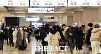 다가온 설 연휴, 인파 넘치는 김포공항 [TF사진관]