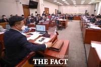 국회 법사위, '김명수 대법원장 출석 요구' 부결 [TF사진관]