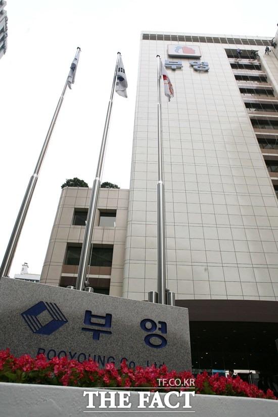 현재는 신명호 전 아시아개발은행 부총재가 부영그룹의 회장 직무대행으로 있다. /더팩트 DB