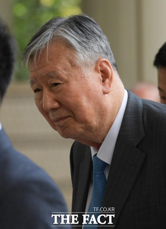 수백억 원대 횡령·배임 등의 혐의로 이중근 부영그룹 회장은 앞서 2년6개월의 징역형과 1억 원의 벌금형을 확정받았다. /더팩트 DB