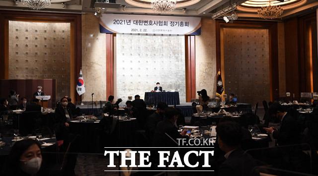2021년 대한변호사협회 정기총회가 22일 오전 서울 중구 롯데호텔에서 열리고 있다. /임세준 기자