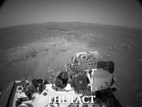 美 탐사선이 보내온 붉은 화성, 사상 첫 바람소리 포착 [TF사진관]